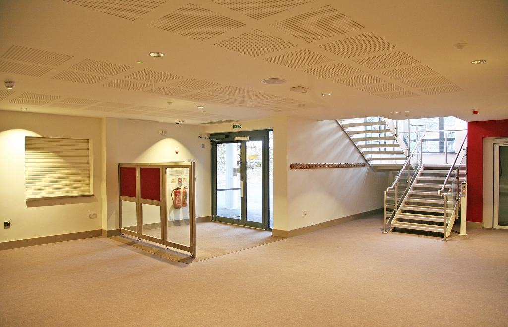 5002 ground floor entrance 102